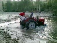 Derede Traktör Yıkamak