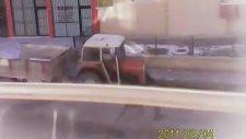 Meskun Mahalde Her Sabah 5 Dk Boyunca Kullandığı Kaçak Mazotla Zehir Saçan Traktör