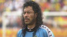 Rene Higuita'dan yine akrep kurtarışı