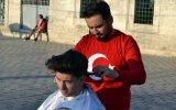 Sultanahmet Meydanında Saç Tıraşı Yapan Berber