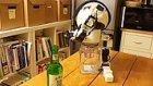 Alkol Masasında Size Sonuna Kadar Eşlik Eden Robot