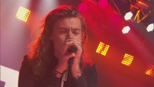 One Direction - Drag Me Down (Canlı Performans - New Year's Rockin Eve)
