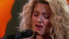 Tori Kelly - Hollow (Canlı Performans)