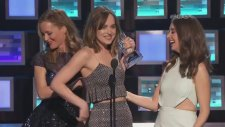 Dakota Johnson'dan Ödül Töreninde Esprili Sözler