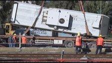 İzmir'de Devrilen Metro Vagonu Kaldırıldı