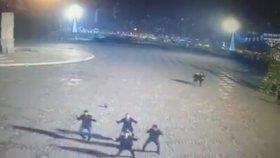 İzmir Gündoğdu Meydanında Sarhoş Dansı