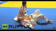 Kadın Judocu Vladimir Putin'i Yere Serdi