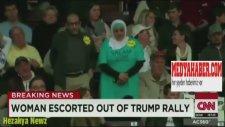 Donald Trump'ın Mitinginde Başörtülü Izleyicinin Kovulması