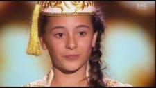 Tatar kızı Ukrayna'da yarışmada Türkçe şarkı söylüyor doktor civanım Aliye BRKİROVA