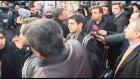 Sultanahmet Meydanı'nda Eylem Yapanlara Bıçak Çeken Vatandaş