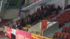 Galatasaraylı taraftarlardan Sefa Kalya tezahüratı