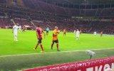 Taraftarının Sözünü Dinleyen Sneijder