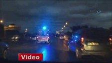 Polisten hareket halindeki ambulansa operasyon