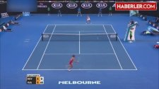 Tenisçi Ivanovic'in Antrenörü Nigel Sears, Maç Sırasında Fenalaştı