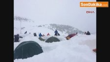 Erzurum Dağcılar Törene Gitti, Çadırları Kar Altında Kaldı