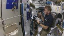 Astronotlar Uzayda Nasıl Duş Alıyor?