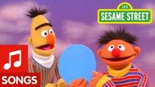Sesame Street: Bert and Ernie's Circle Song | Susam Sokağı: Bert ve Ernie Grubu Şarkı