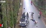 Göğsüyle Arabaya Çarpan Şanssız Motorcu