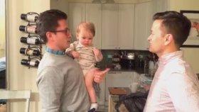 Babasının İkizini Görünce Şaşıran Bebek 3