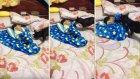 Uyuyan Bebeğin Üzerini Örtmeye Çalışan Düşünceli Köpek