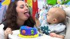 Pastasından Yemek İsteyen Annesine Hareket Çeken Bebek