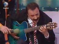 Ferdi Tayfur Gitar Gösterisi - Beyaz Show (2005)