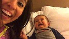 Annesinin Öksürmesine Kahkahalarla Gülen Minnoş Bebek