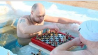 5 Derecelik Suda Satranç Oynayan Çılgın Ruslar