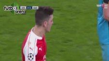 Dani Alves'ten Mesut Özil'e Küfür!