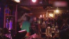 Rusya'da Bir Çift Barda Soyunup S.... Yaptı