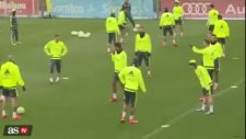 Cristiano  Ronaldo'dan Varane'a şok hareket...