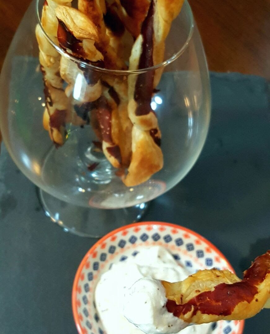 Peynirli milföy çubukları tarifi