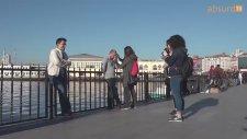 Selfie Çekilen İnsanları Trollemek - Absurd TV