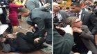 Donald Trump'ın Korumaları Time Muhabiri Christopher Morris'i Dövdü