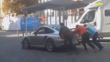 Porsche Vurdururken Arkasından Baka Kalmak