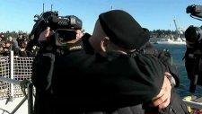 Kanada Ordusundaki Eşcinsel Çiftin Alkışlarla Kavuşması