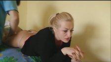 Rus Kızı Hamur Gibi Yoğuran Masör - Evlere Masaj
