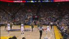Stephen Curry Yine Kendi Sahasından Üçlük Attı