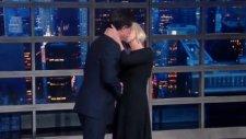 Helen Mirren'dan Şaşırtan Öpücük