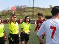 Bir Hakemin Bir Maçta 8 Kere Kırmızı Kart Göstermesi - Yalova