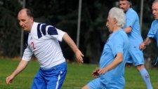 Muharrem Usta Ve Hami Mandıralı Futbol Oynadı