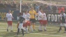 45 Yaşındaki Edwin van der Sar'ın Penaltı Kurtarması
