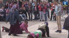 PSV Taraftarları Kadın Dilencilere Para Karşılığında Şınav Çektirdi