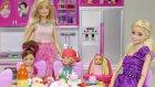 Barbie Ve Ailesi Eda Teyzeye Kahvaltıya Gidiyor | Barbie İzle | Evcilik Tv