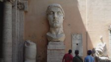 İmparator Constantine'in Dev Heykeli