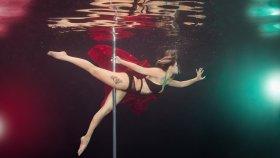 Harikalar Yaratan Su Altında Direk Dansçıları