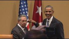 Raul Castro'nun Obama'nın Kendisine Sarılmasına İzin Vermemesi