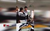 Tayvan'da Ortaokul Öğrencilerinin Öğretmeni Dövmesi