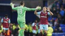 West Hamlı Kaleci Adrian Herkesi Geçti Golünü Attı