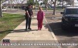 Evsiz Kızla Seksek Oynayan Polis Memuru